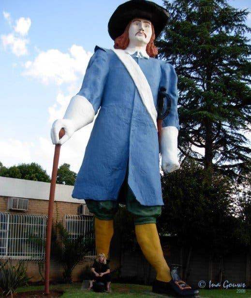 Jan van Riebeeck statue