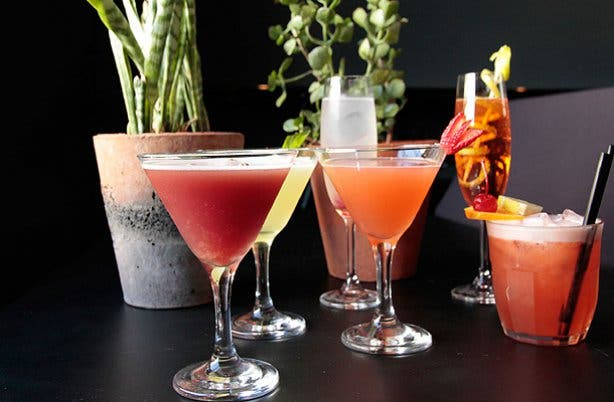 Cocktails and sundowners from the piano bar cape town
