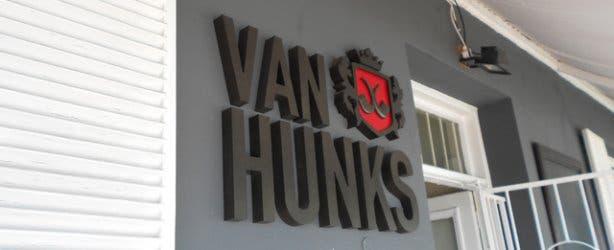 Van Hunks 4