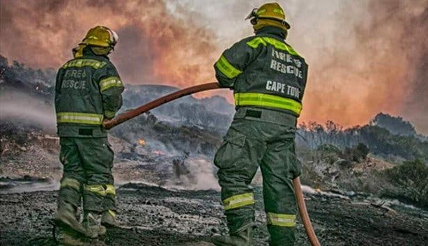 Fire fighters fighting veld fires and wildfires in Cape Town
