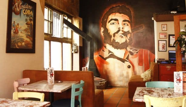 Che Guevara decor at Mojitos