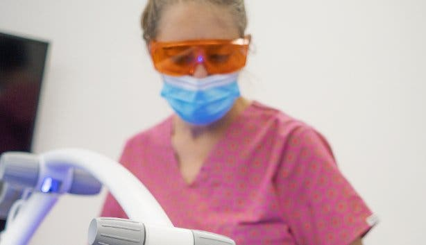 Zoom Whitening_teeth whitening_clinical_light