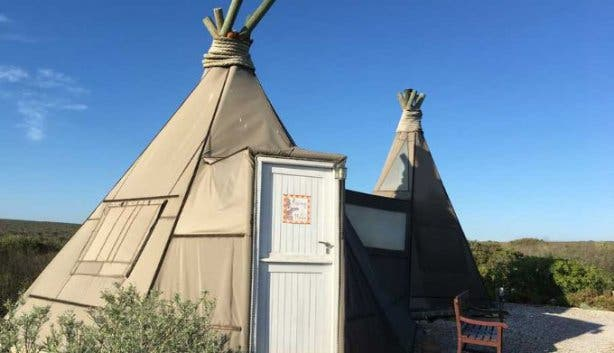 unusual_accommodation_farr_out_wigwam