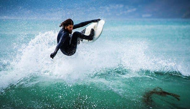 Davey du Plessis surfing