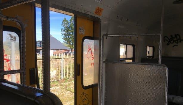 Open deur in de trein