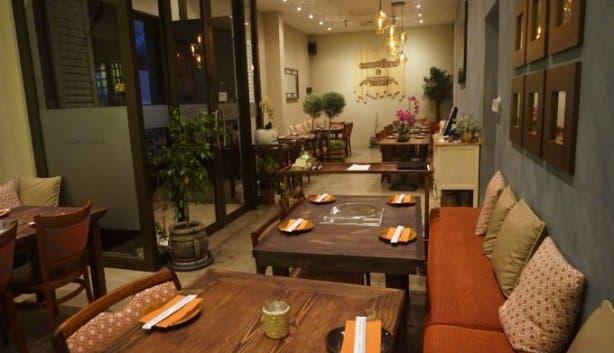 chopsticks_table