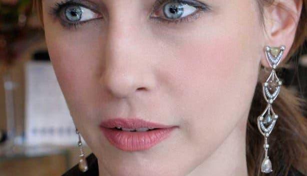 Vera Farmiga, celebrity in the Departed, wears Shimansky diamond chandelier earrings