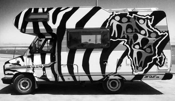 Dayana + Tresor Zebra Van b/w
