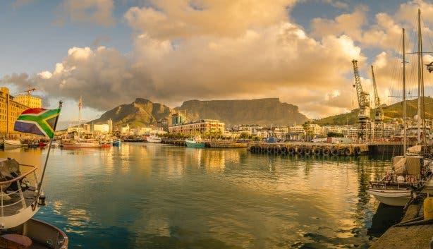 """Die """"Victoria & Alfred"""" Waterfront ist mittlerweile eher ein Touristenort als eine Region, in der sich Einheimische tummeln. Trotzdem sollte jeder einmal das tolle Hafengebiet gesehen haben. Foto: Fotolia.com © Codegoni Daniele #124167255"""