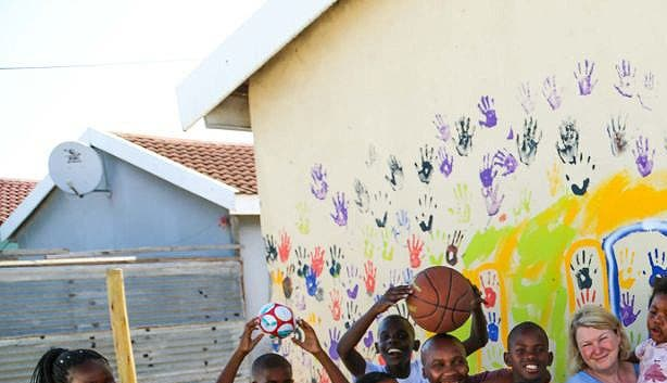 Das UBOMI Haus im Township mit Kindern