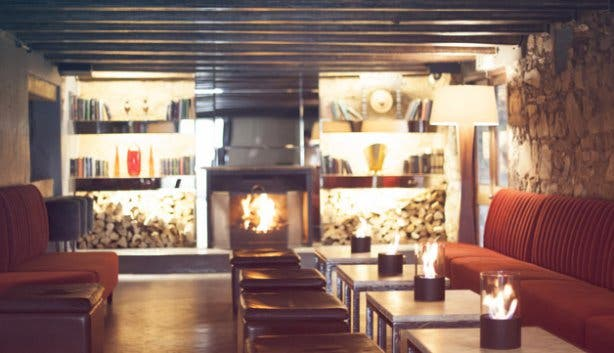 HQ: restaurant with fireplace