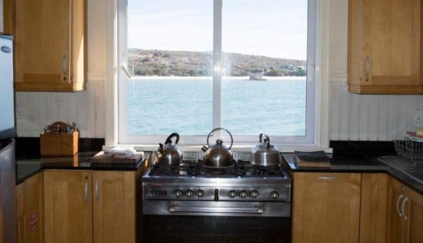 unusual-accommodation_kraalbaai_luxury_houseboats