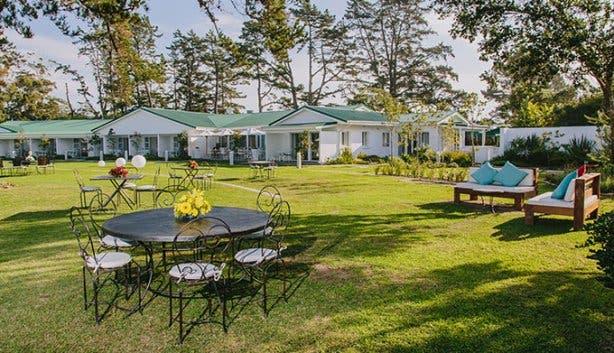 Benguela Lakeside Lodge Lawn Area