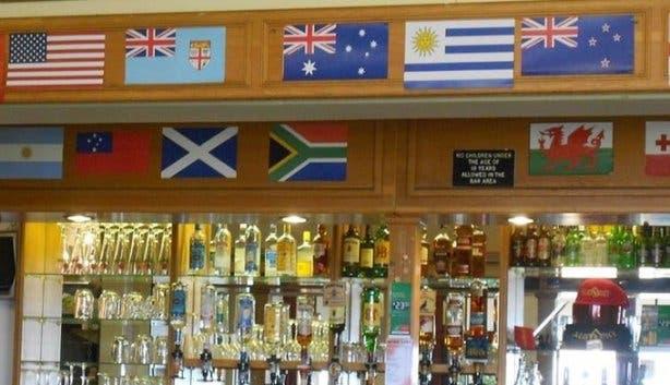 Simon's town country club bar