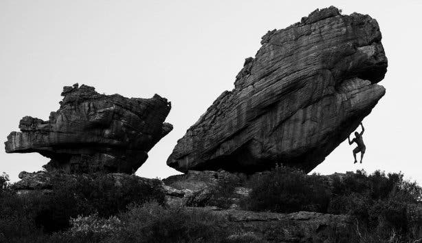 man bouldering at rocklands bw