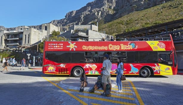 Table_Mountain_Aerial_Cableway_Tourists