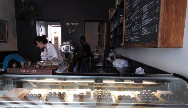 Honest hat noch viel mehr als nur Kaffee zu bieten: Handgemachte, vegane Schokolade.