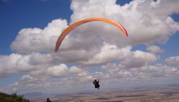 Spring Gatskp 2011 paragliding