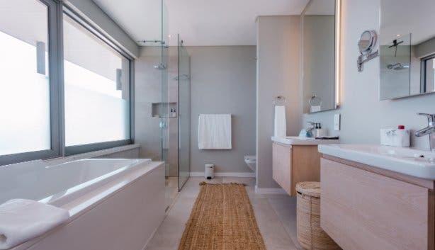 Romans Villa master bathroom