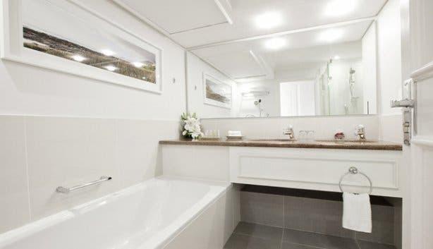 Bathroom at Radisson Blu Cape Town