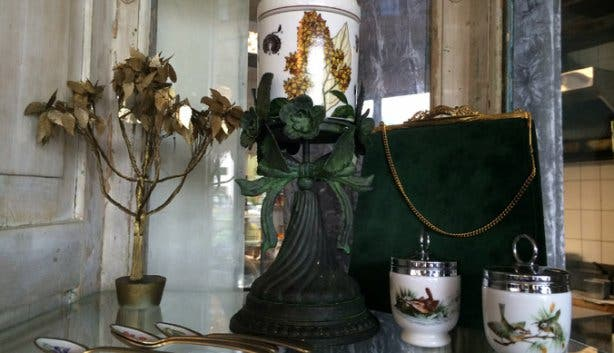 The Riverway Cafe Decor Hout Bay