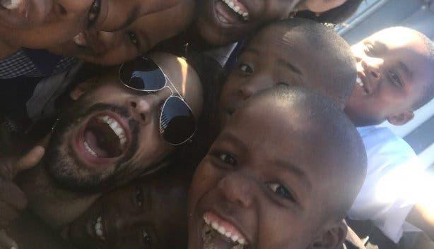 Tobias Rosenthal mit Township-Kindern