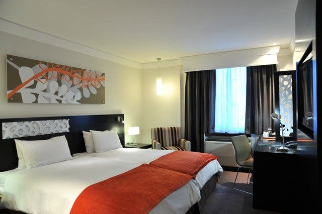 Hotwire Hot Rate hotel deal for a 4-star hotel in Cape Town for $34