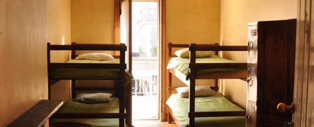 carnival court backpackers in cape town cheap accommodation hostels long street south africa. Black Bedroom Furniture Sets. Home Design Ideas
