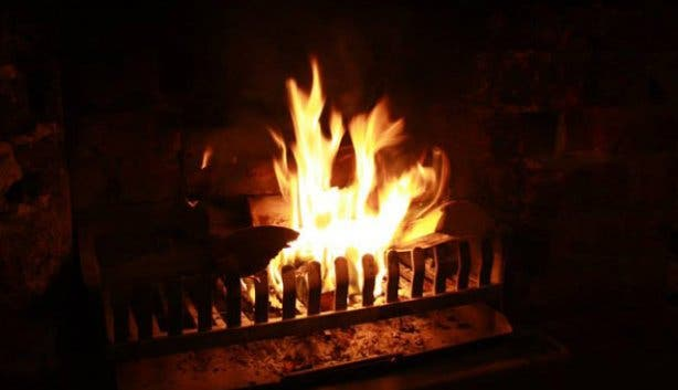 how to keep warm in winter without electricity